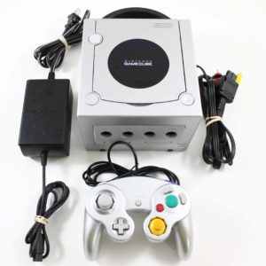 GC: CONSOLE - PLATINUM - INCL: 1 CTRL; HOOKUPS (COSMETIC DAMAGE) (USED)
